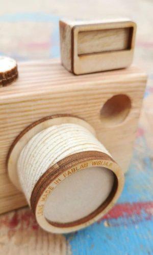 drewniany aparat, zabawka, zbliżenie na obiektyw