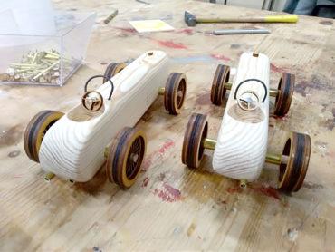 modele drewnianych samochodów, zabawki