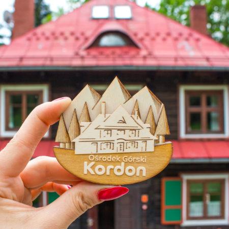 Ośrodek Gorski Kordon, drewniany magnez w kształcie drewnianej chaty